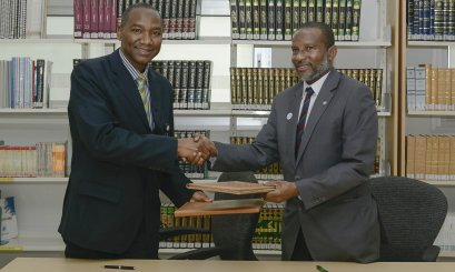 AAU's Library and DU Library Sign an MOU